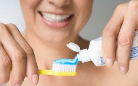 Чтобы не заработать инсульт, нужно перестать чистить зубы, умываться и красить губы