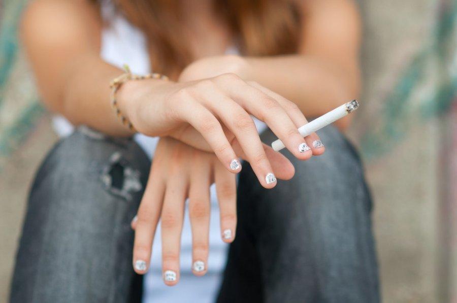 Курящие женщины умирают от инсульта чаще мужчин