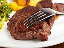 Кишечные бактерии делают стейки опасными для сердца и сосудов