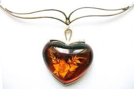 Украшения и сувениры из янтаря – это лучший подарок к празднику