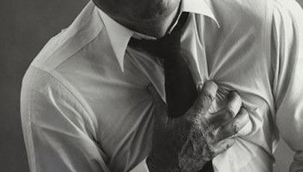Ноющая боль в области сердца: с чем связана и как ее лечить