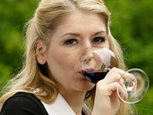 Красное вино и арахис спасут от потери памяти