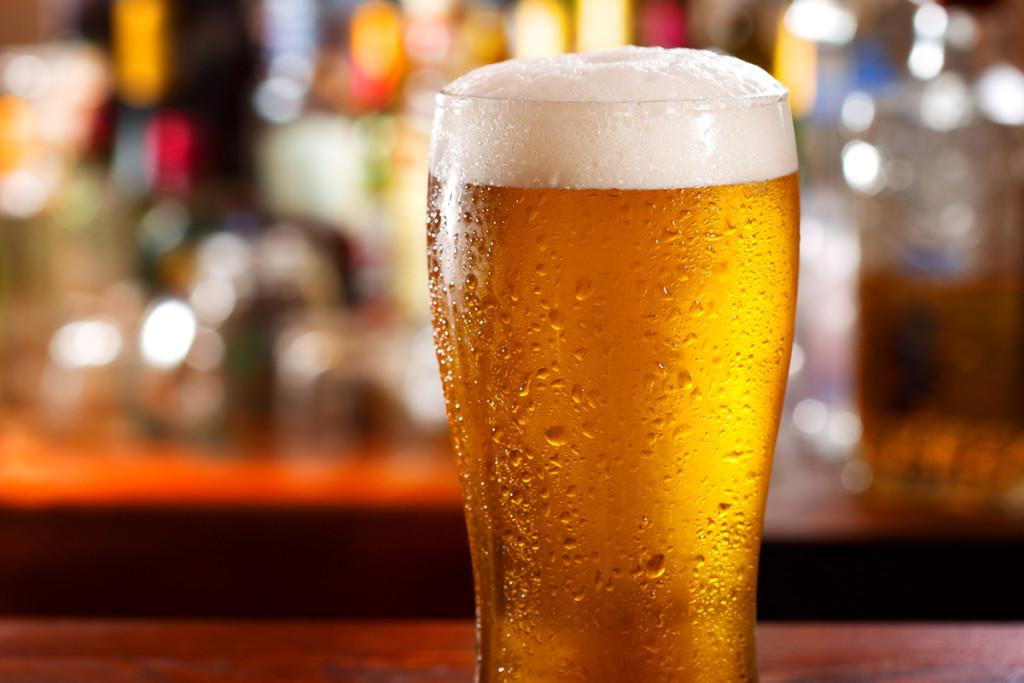 Вещество, входящее в состав пива, помогает в профилактике деменции