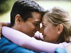 Чтобы понизить давление, ученые советуют… петь и целоваться