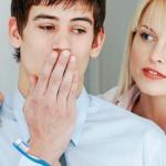 Почему изо рта может плохо пахнуть?