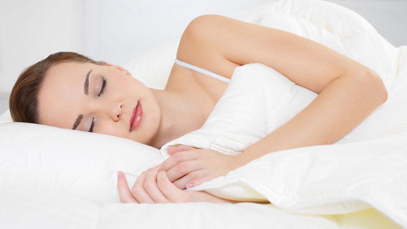 Сон на боку помогает очистить мозг