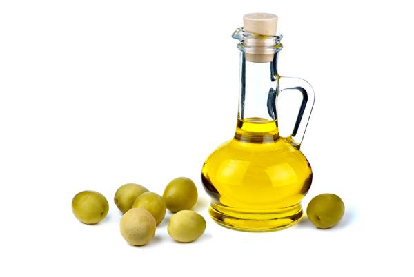 Оливковое масло и салат помогают предотвратить гипертонию