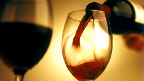 Красное вино полезно для пожилых мужчин