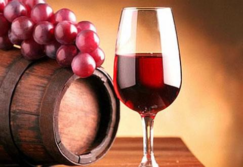 От повторного сердечного приступа уберегут малые дозы красного вина