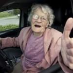 В старости риск развития слабоумия повышают вирусы и… запрет на вождение машины