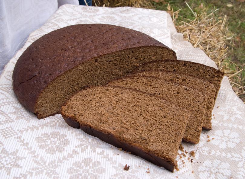 Ешь черный хлеб: спасешься от инфаркта
