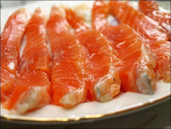 Употребление жирной рыбы помогает очищать сосуды