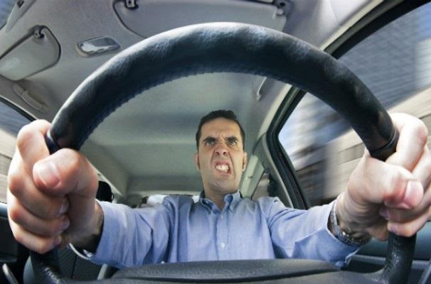 Ученые рассказали, как вождение автомобиля влияет на работу сердца и размер талии