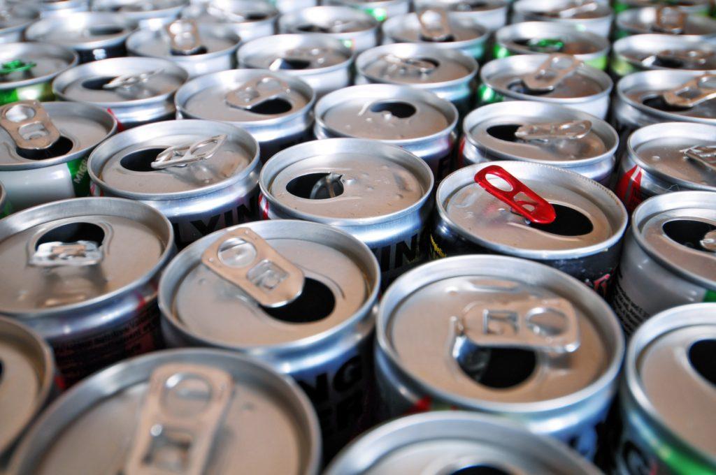 Людям с больным сердцем опасно пить энергетики