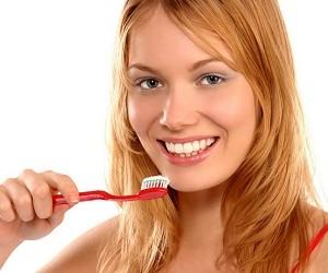Ученые рассказали о влиянии чистки зубов на сердце