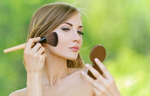 Где можно купить натуральную декоративную косметику?
