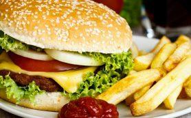 Ученые объяснили, почему вредная еда такая вкусная