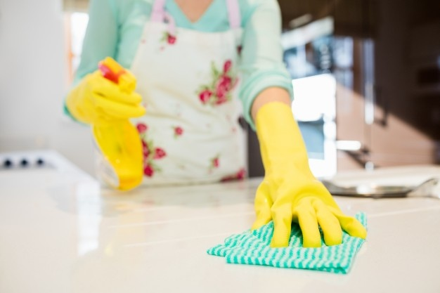 Испанка умерла от остановки сердца после двухчасового мытья кухни химикатами