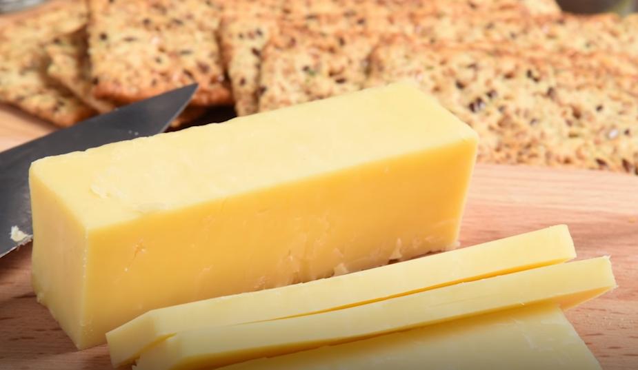 Ученые рассказали, как сыр чеддер влияет на наше сердце