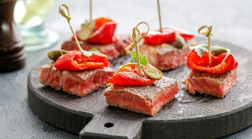 Ешьте красное мясо и закусывайте его сыром — спасайте свое сердце!