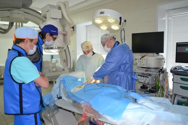 Новосибирские кардиохирурги провели уникальную операцию на сердце