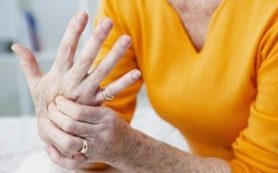 Артрит действительно может обостриться в зимнее время