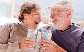 Ученые выяснили, что алкоголь полезен пожилым людям с болезнями сердца