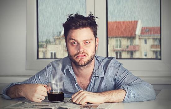 Как недосып усиливает чувствительность организма к боли?
