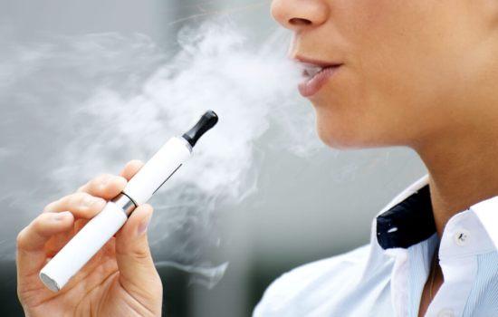 Почему использование электронных сигарет увеличивает риск сердечных приступов и депрессии?