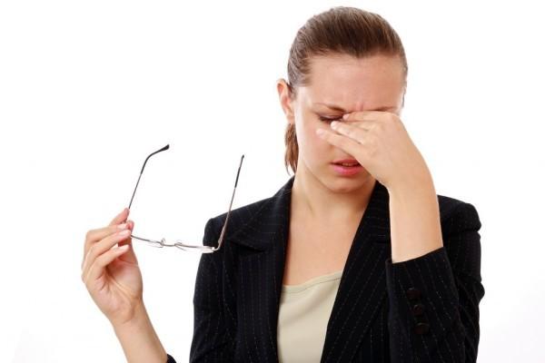 Боль в глазах к середине рабочего дня: опасно ли это?