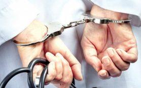 Врача-терапевта осудили за ложные записи в карточках пациентов