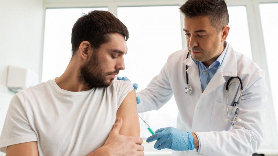 Вакцина против ВПЧ для мужчин: зачем прививки?