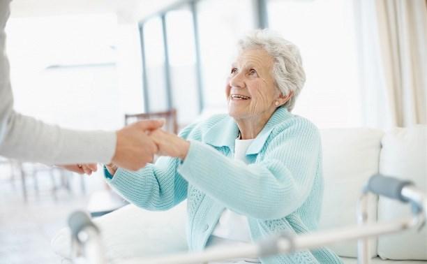 Как правильно подобрать сиделку для больных и пожилых людей?