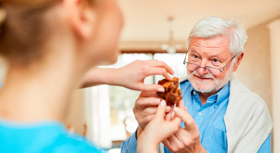 У близких деменция: как с ними общаться? 7 советов от врачей