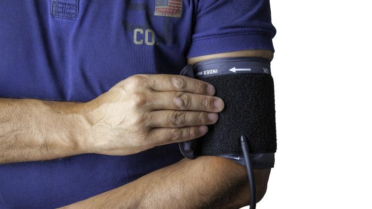 Не только сердце: 7 опасных причин боли в груди