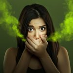Неприятный запах изо рта: причины и методы решения проблемы
