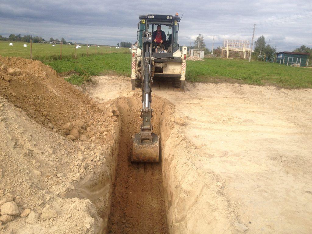 Раскопки для фундаментов и их защита