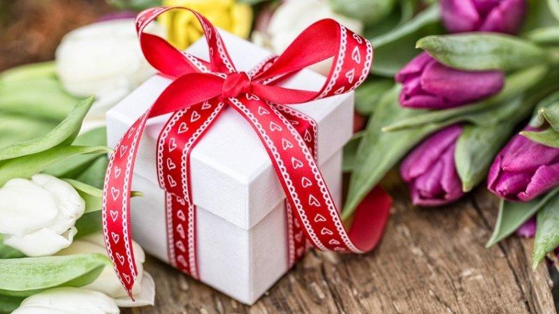 Лучший подарок к 8 марта — косметика