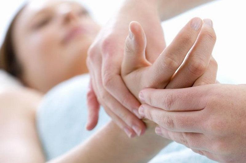 Почему немеют руки, как найти причину и быстро ее устранить?