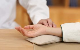 Медики рассказали, какой пульс считается нормальным в разном возрасте