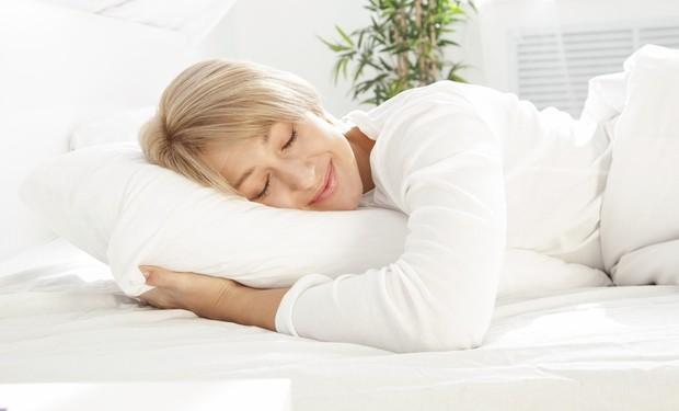 Сон в летнюю ночь: как высыпаться даже в сильную жару